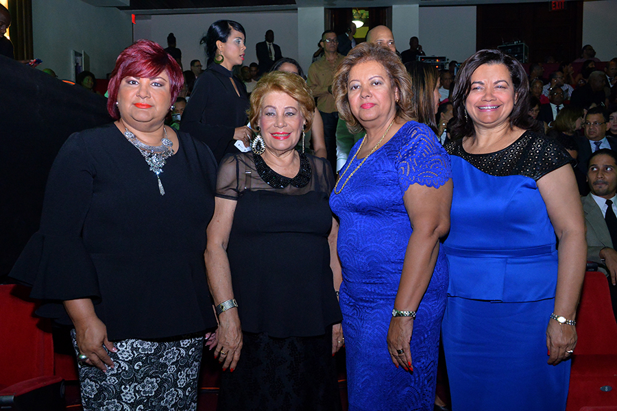 Emma de Arredondo, Adolfina viuda Botello, Milagros Reyes y Yudelka Mariñez.
