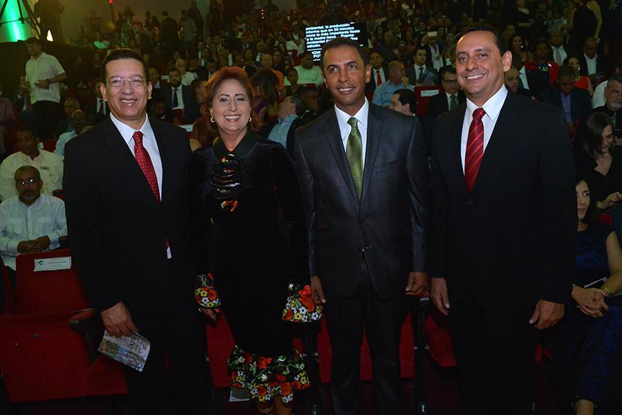Johnny Jones, Vernice Paez, Domingo Contreras y Jorge Luis Bisono.
