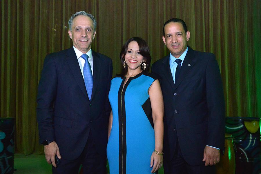 Luis Rubio, Tammy Vasquez y Victor Hilario.