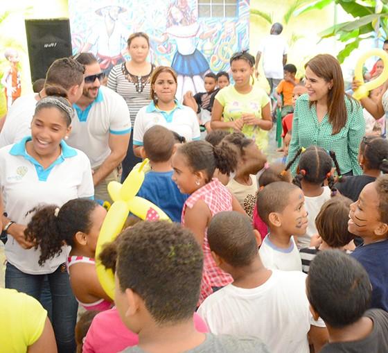 Michelle Ortiz realiza campamento de verano para 350 niños