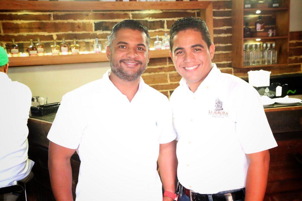 Carlos Atahualpa y Juanni Mendoza