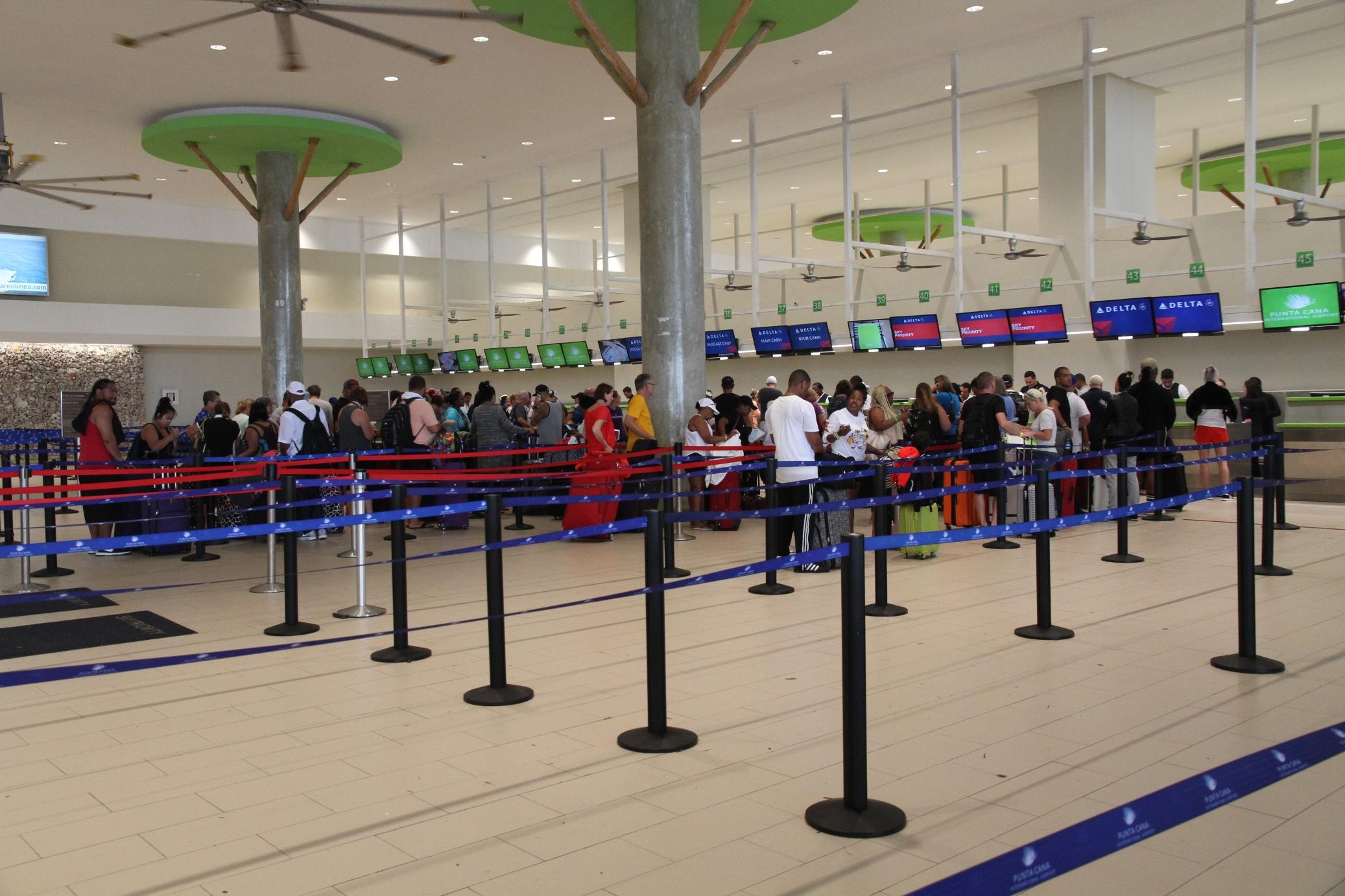 Aeropuerto de Punta Cana reanuda operaciones tras el paso de Huracán ...