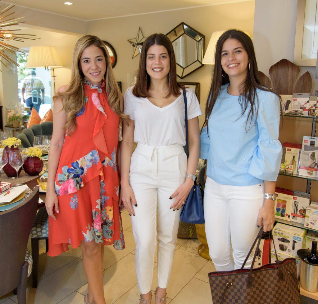 Yuribell Chez, Laura Read y Alejandra Fuertes Moore
