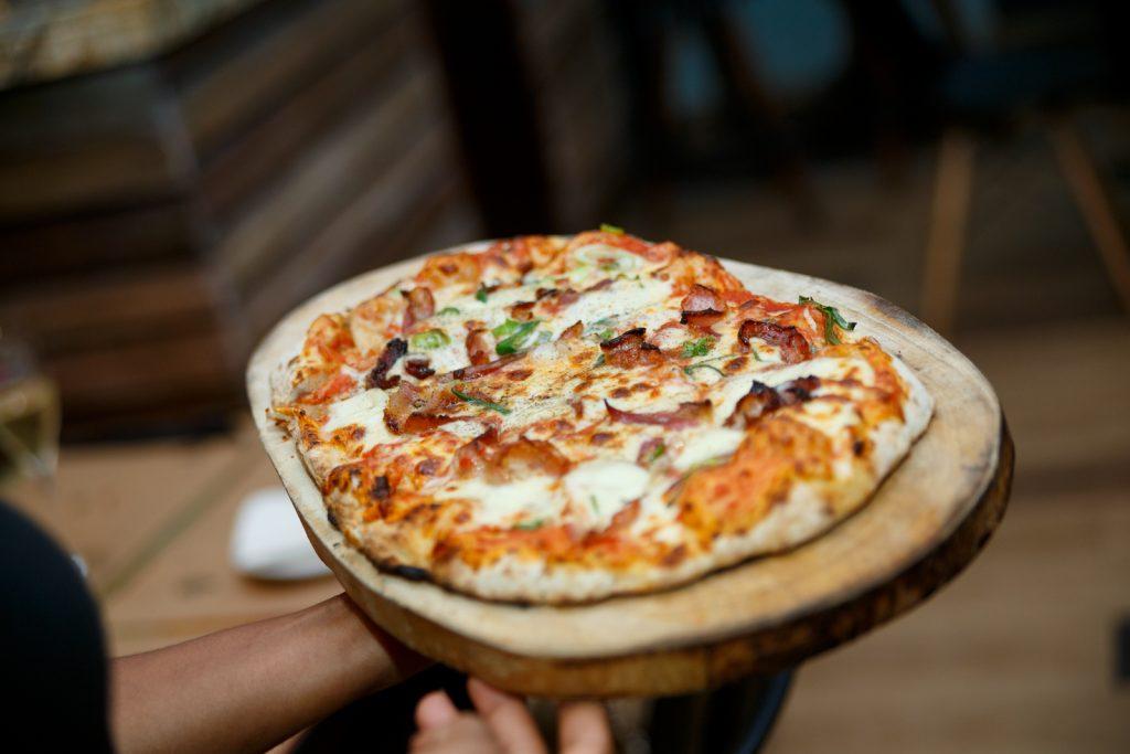 Pizza al horno de Leña