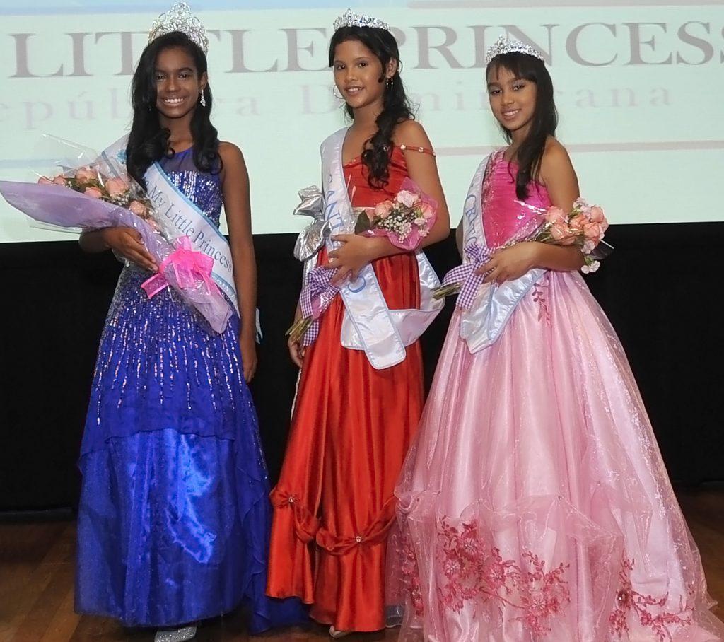 Samantha Gonzaělez, Hanna Redondo y Laysbel Martiěnez, las reinas de la primera categoriěa de My Little Princess Repuěblica Dominicana.