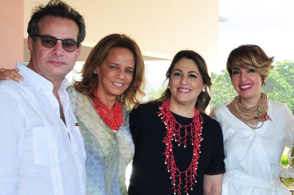 Raúl Rizek, Desirée García, Ivonne Mañón de Rizek y Fe María Franco de Aja.