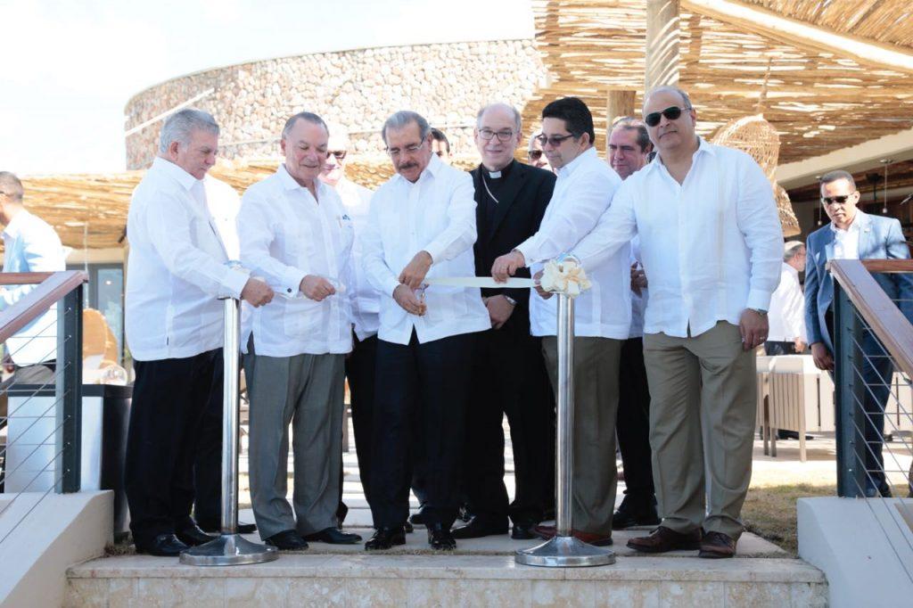 Corte de cinta del Club de Playa Puntarena