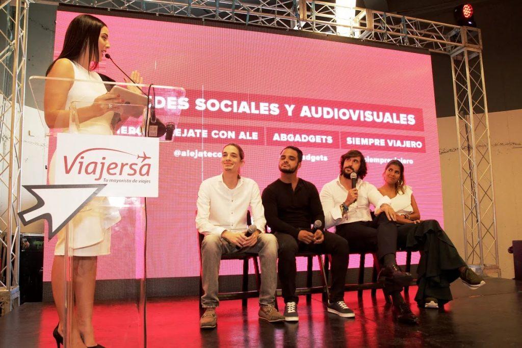 "Influencers interactuando en ""Viajersa Travel Mart"