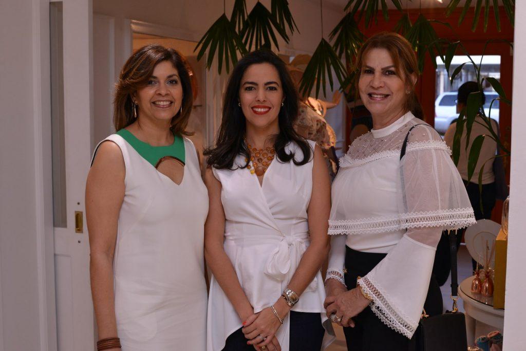 Cecilia de Modesto, Nicole de Schad,Ileana Vargas.