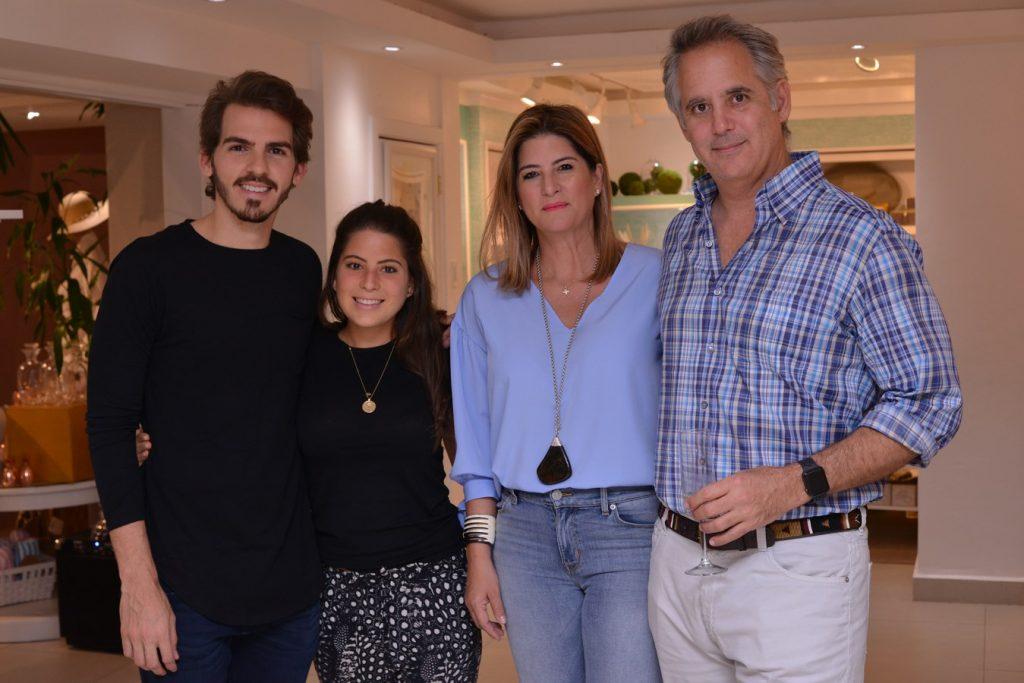 Claude Gamez,Andrea Barcelo,Genova Schad,Francisco Schad.
