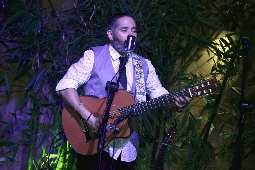 Pavel Nuñez en Lucia Bar