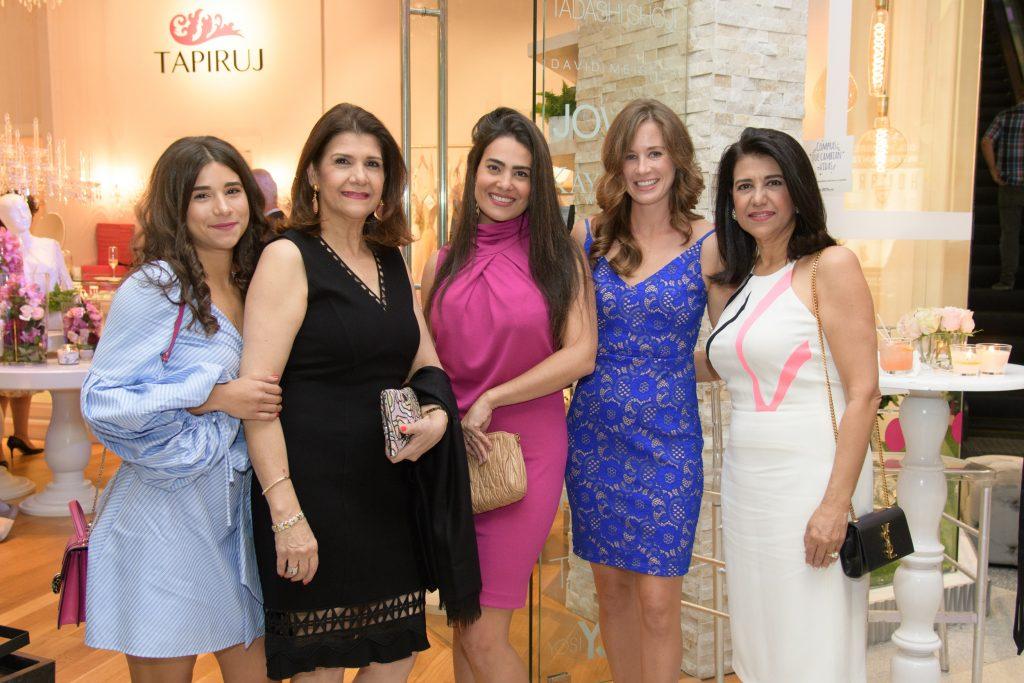 Priscilla Jorge, Raysa Jorge, Sarah Lopez Jorge, Idana Barlett y Sarah Jorge