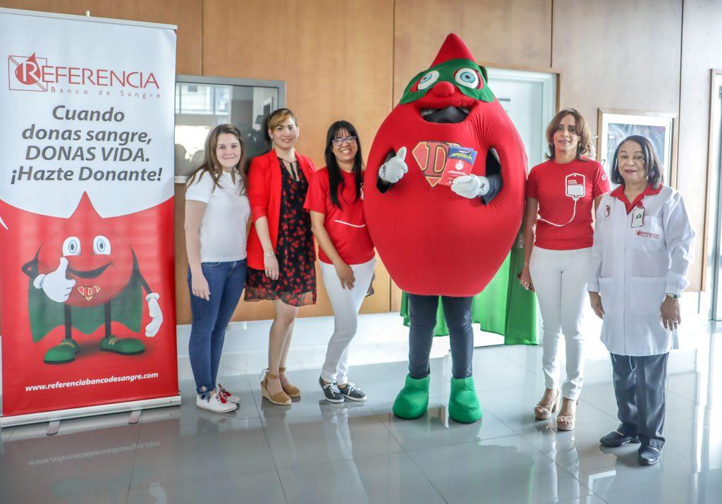 Priscilla Kelly, Diana Ramírez, Wilma Santana, Rainelda Flores y Mary Robles.