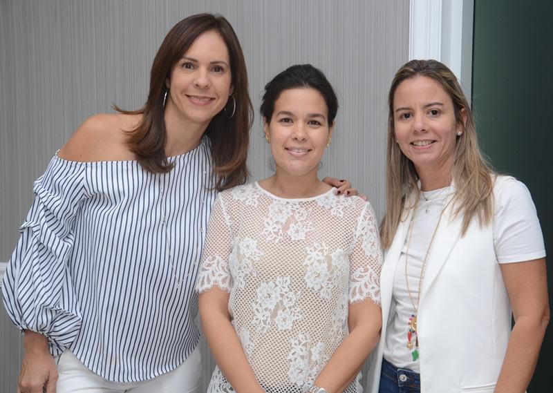 Elsa María Camarena, Alexandra Cabral y Dinorah García.