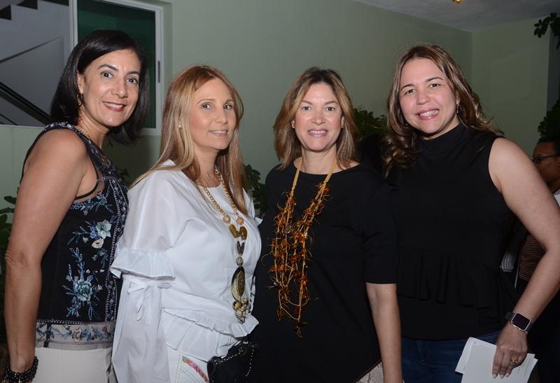 Gina de González, Ilonka Schiffino, Tamara de Cintrón y Karina Franco.
