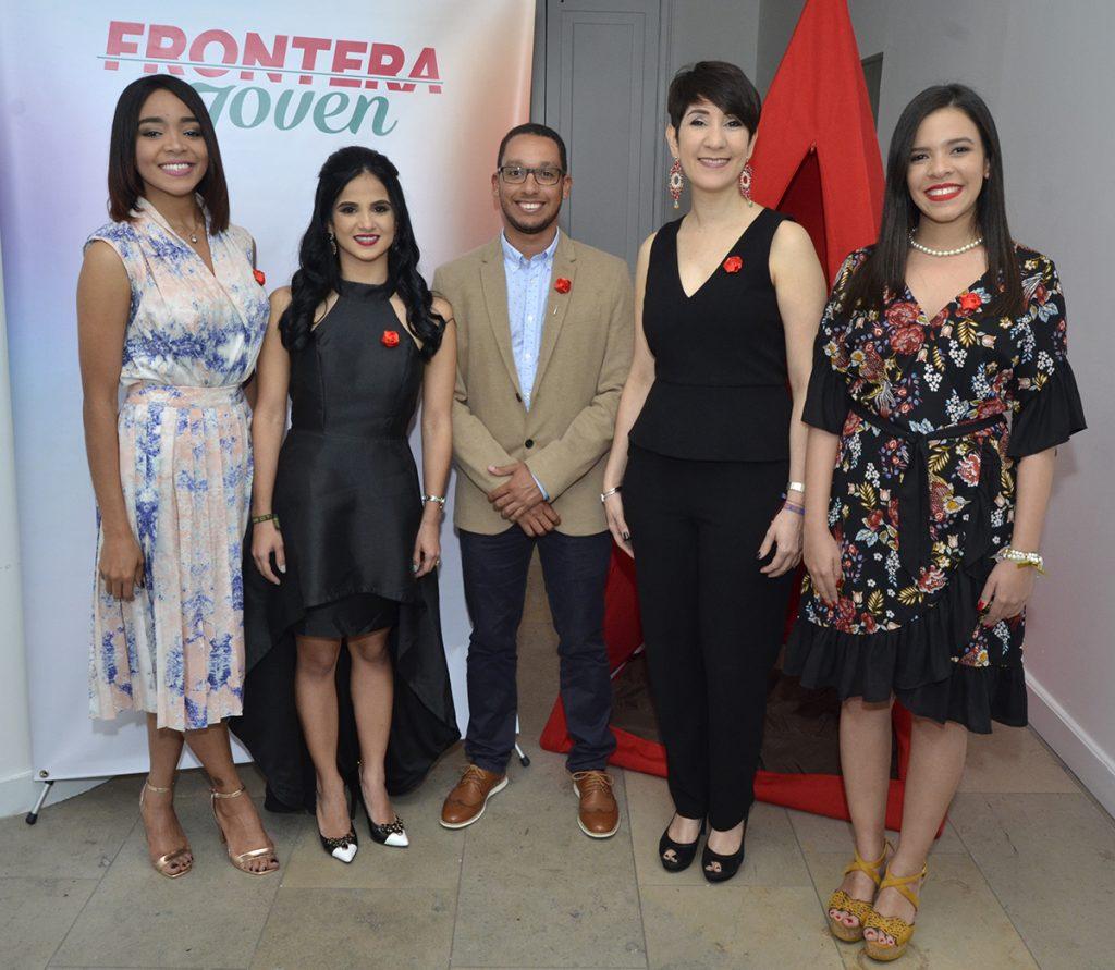 Melissa Matos, Laura Rosario, Yamkhar Concepción, Angela León y Lisanna Pérez