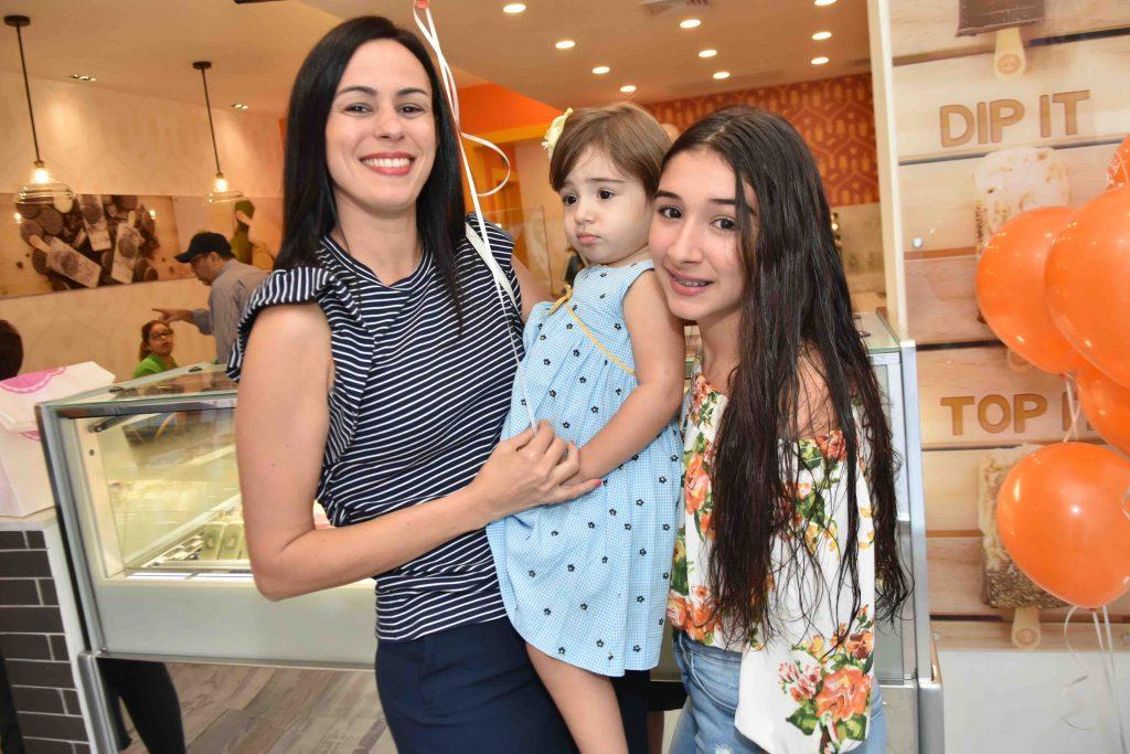 Nicole Tactuk , Renata Alba y Vera Alba (3)