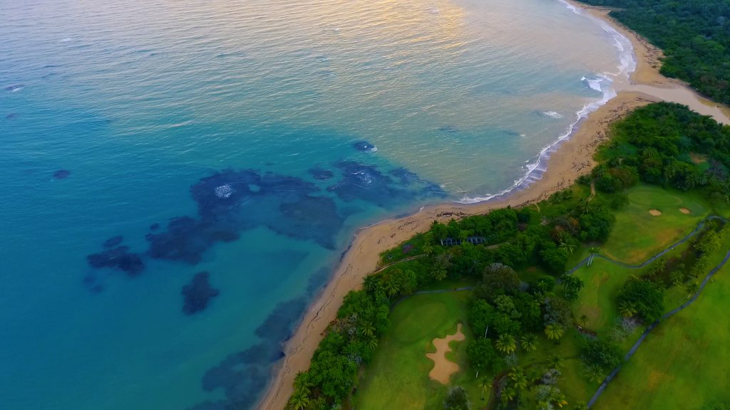Vista del océano y el campo de golf
