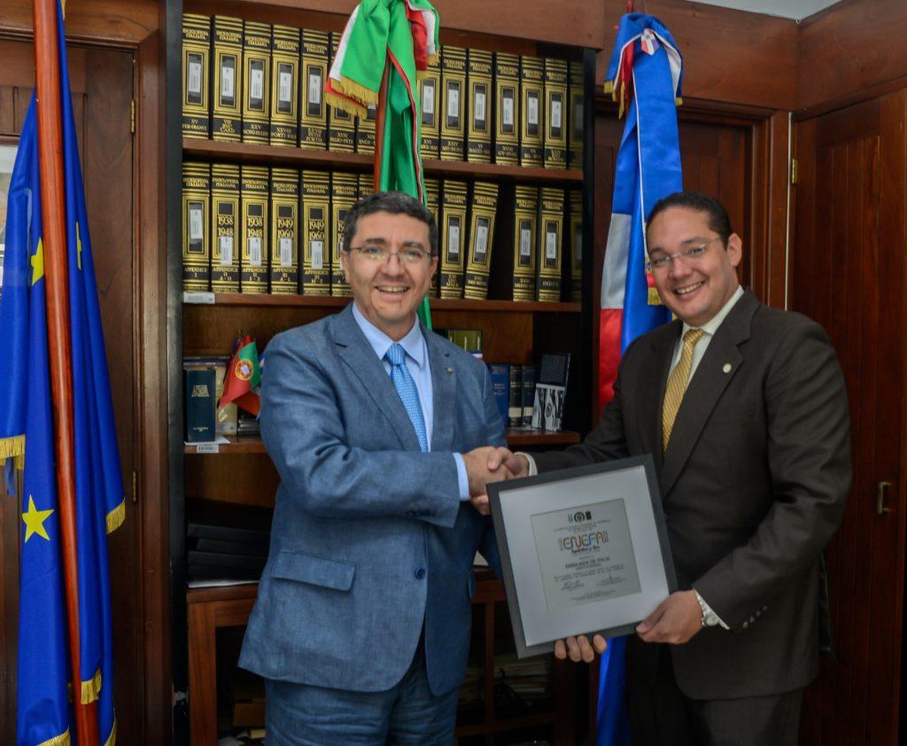 Andrea Canepari, Embajador de Italia y Jose Hazim Torres, Rector de la UCE