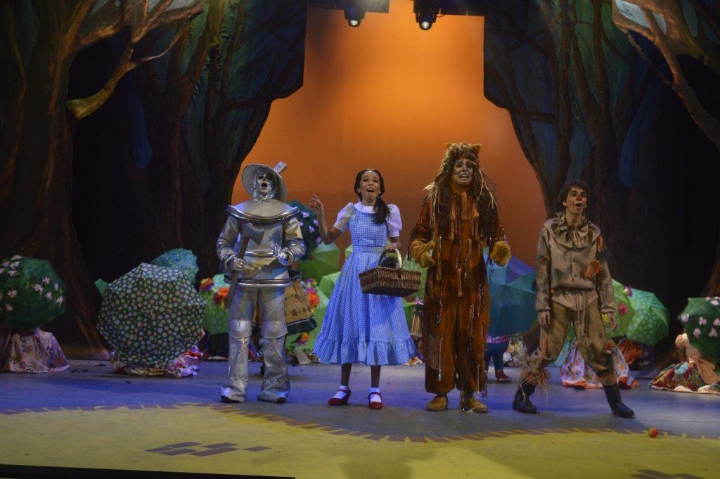 """Escenas del montaje """"El Mago de Oz"""" de la AFA,.."""
