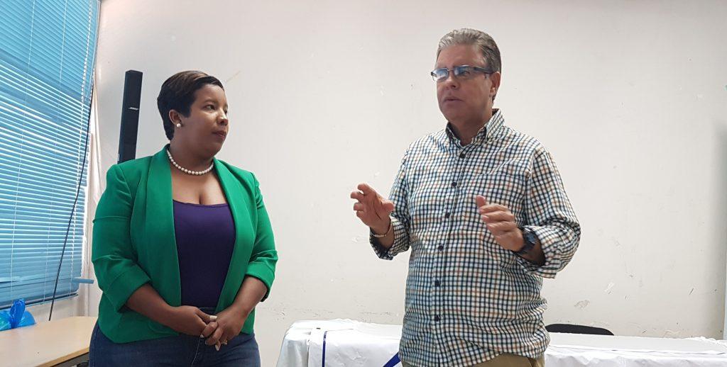 Milka Hernández y Luis José Chávez durante la jornada de capacitación en Barahona