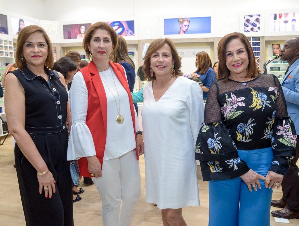 Consuelo Mejía, Desiree Bonetti, Cecilia Malespín y Joselyn Garrido.