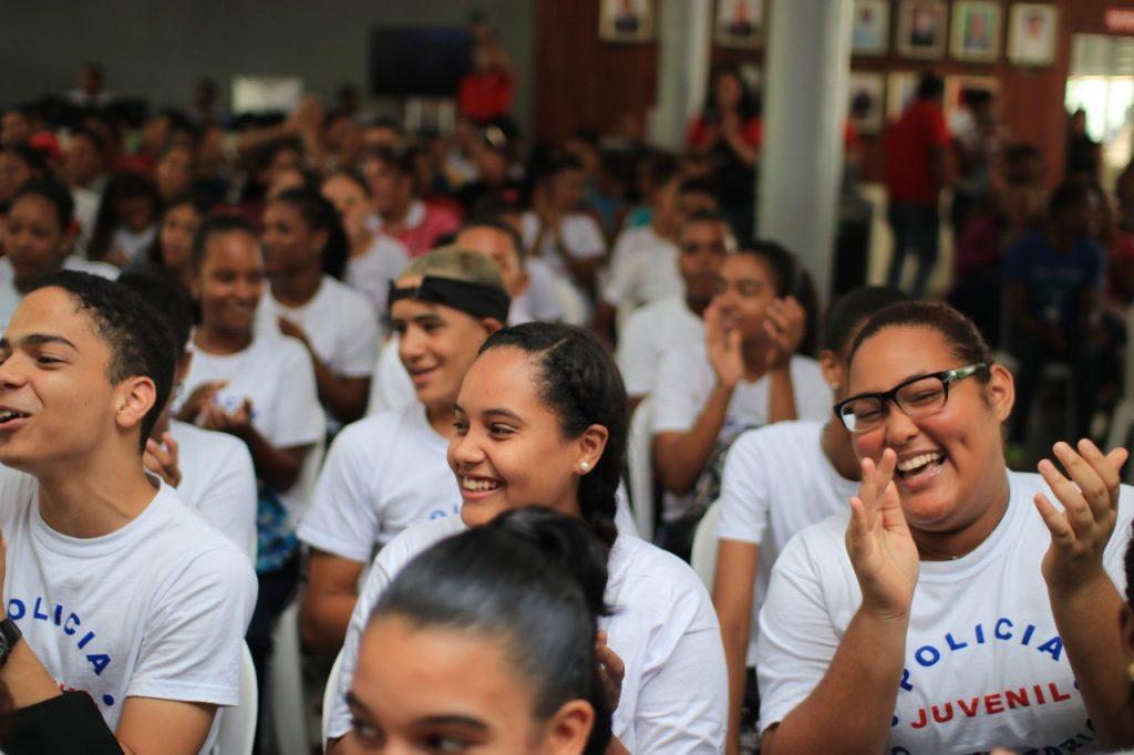 El conversatorio se realizó en el Santo Domingo Country Club de Bonao.