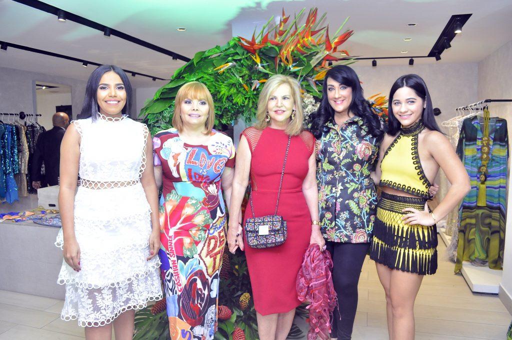 Rommy Pichardo, Rommy Grullon, Claudia Messina, Giannina Azar y Gabriela Alvarez.