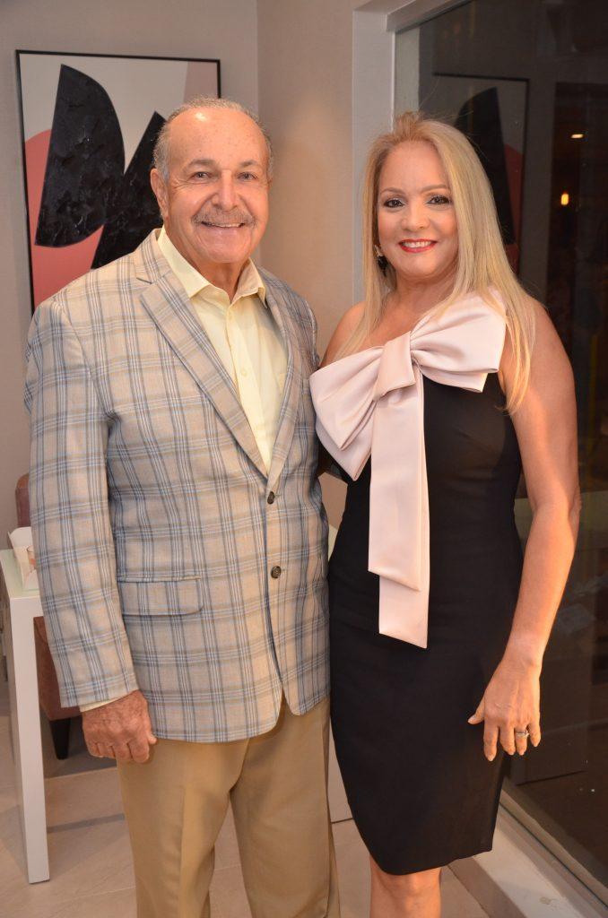 Huascar Báez y Bella Fernández de Báez.