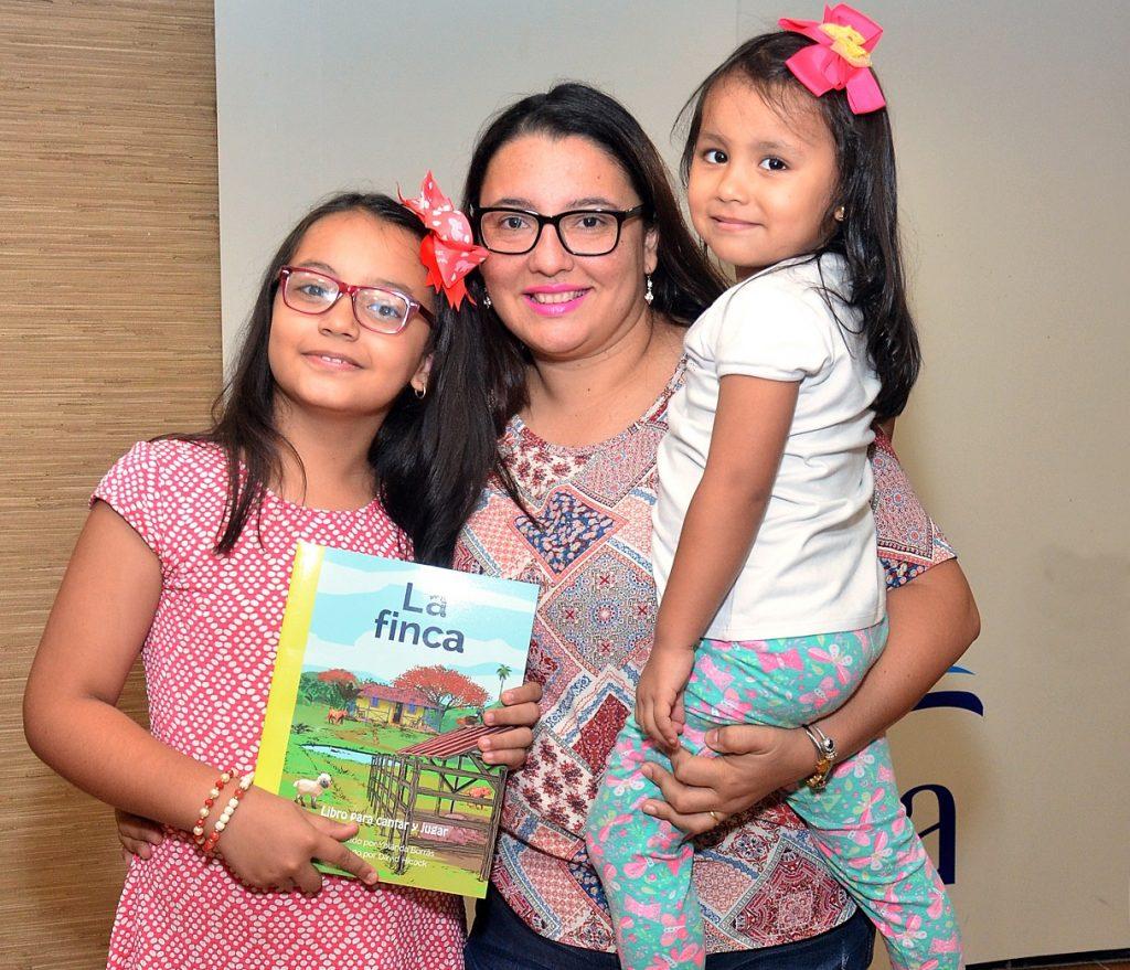 Melissa Bayona, Mónica Fuentes y Chía Bayona.
