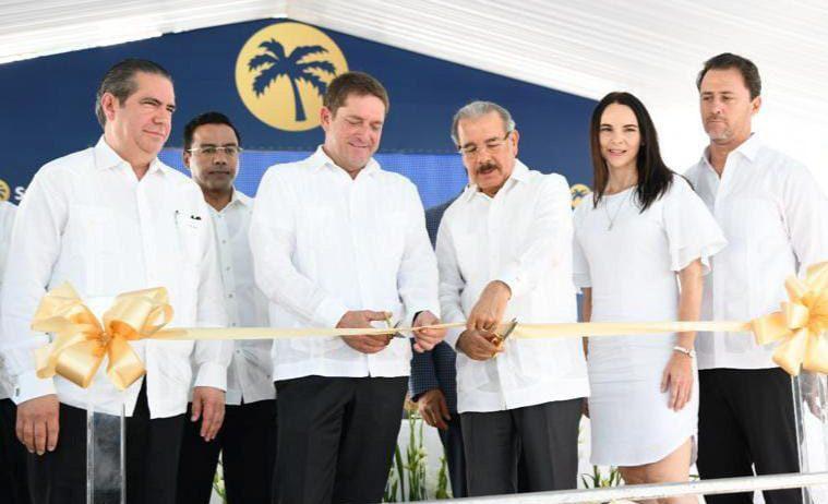 El corte de la cinta encabezado por el presidente Danilo Medina