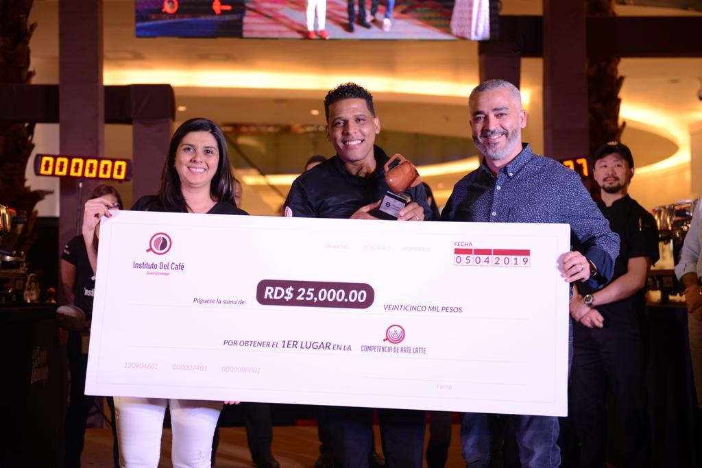 Grethel Fernandez, Carlos Sánchez y Omar Rodriguez