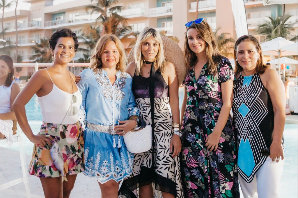 Celia Vargas, Monserrat Puig, Deborah Karter Cristina Rovira, Susana Valdez