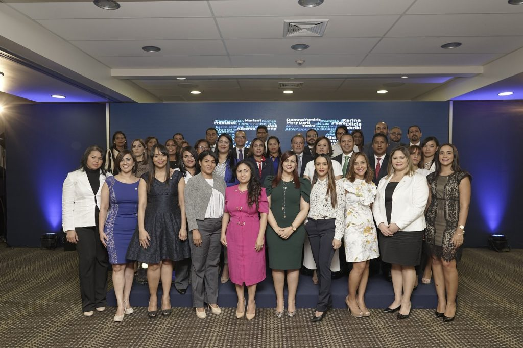 Colaboradores de APAP con 10 años en servicio fueron reconocidos.