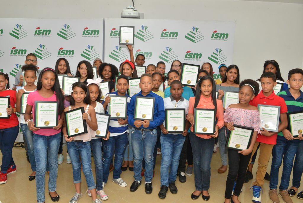 Industrias San Miguel realiza Premio a la Excelencia Educativa.