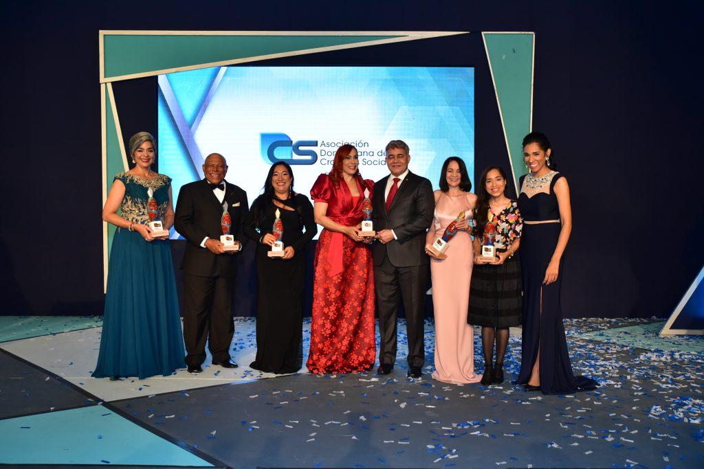 Maria Elena Núñez, Adriano De la Cruz, Susana Veras, Marisol Henríquez, el General Miguel Ángel Cordero MejíaMartha Queliz, Maria Mercedes y Rosa Arredondo