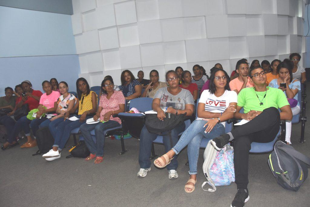 La actividad, realizada en el salón de Orientación de la biblioteca Pedro Mir, fue encabezada por la directora de esa escuela, maestra Jacqueline Ureña.