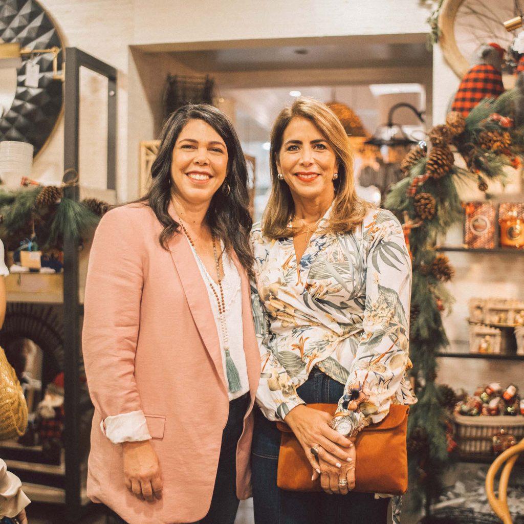 Rosario de Ravelo y Cynthia Lezcano