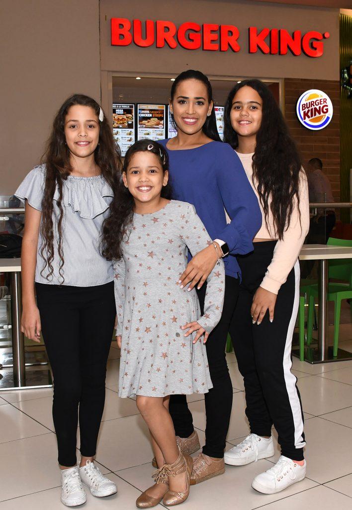 Nicole Suriel, Marian Suriel, Angela Álvarez y Ashley Castillo