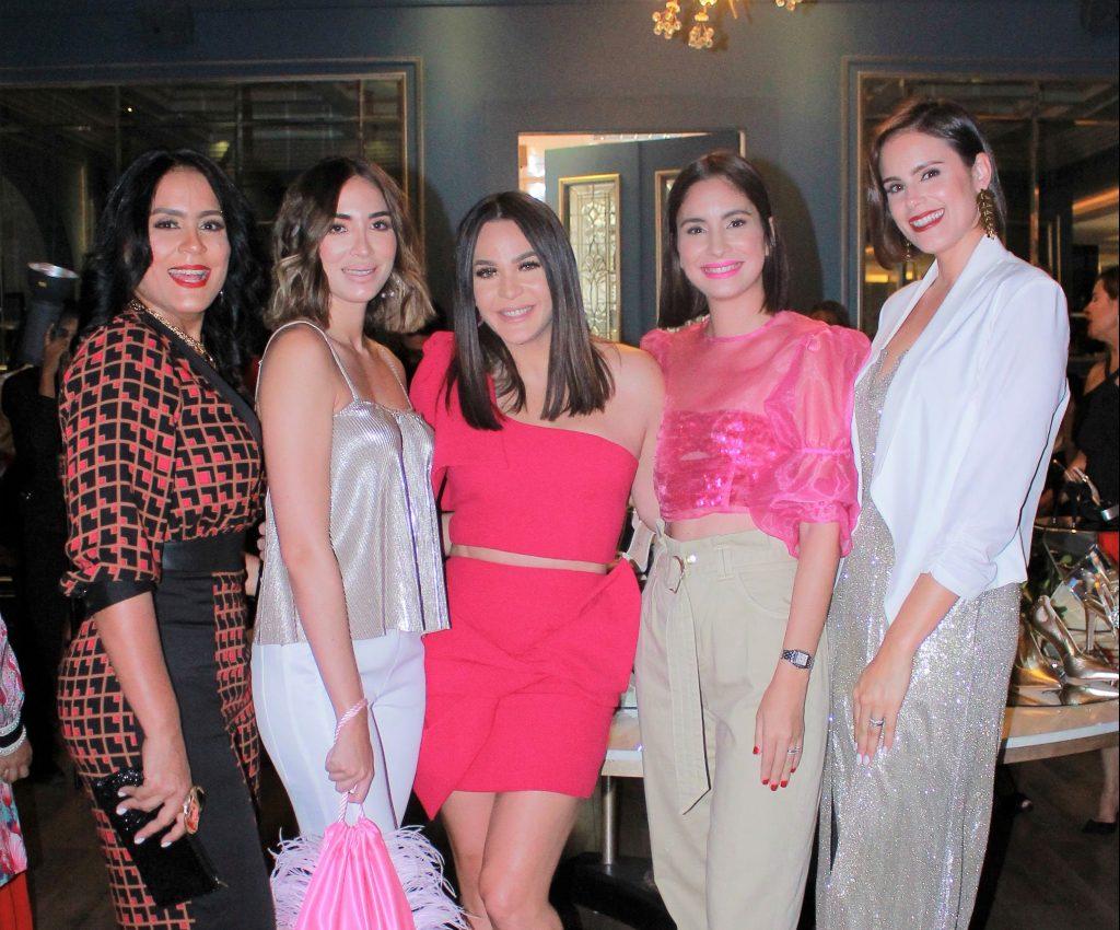 Lersa Presinal, Gabi Desangles, Luz García, Helen Blandino y Renata Soñé.